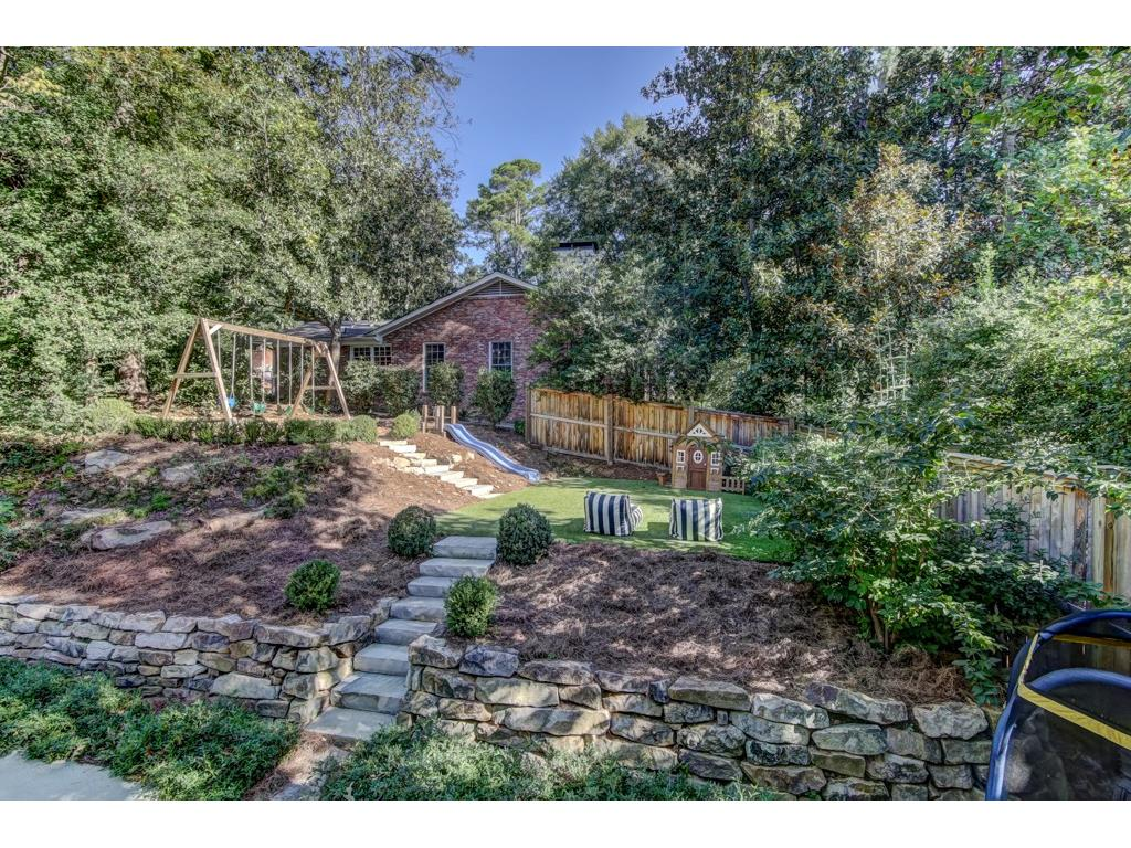 Additional photo for property listing at 3025 W Pine Valley Road 3025 W Pine Valley Road Atlanta, Geórgia,30305 Estados Unidos