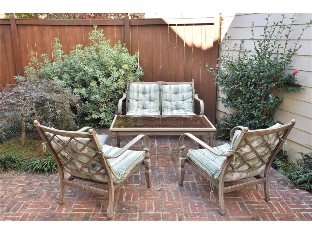 Calwood Chase Roswell GA Harry Norman REALTORS - Patio furniture roswell ga
