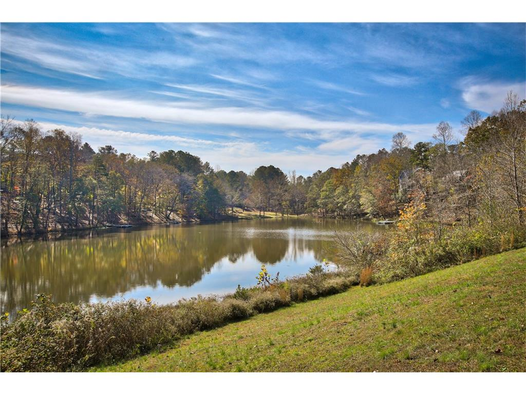 Additional photo for property listing at 370 Canterbury Lake 370 Canterbury Lake Alpharetta, Georgia,30004 Hoa Kỳ